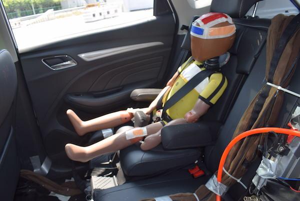 敢于直面多重严苛测试 荣威RX3一体式儿童安全座椅为何值得推崇?