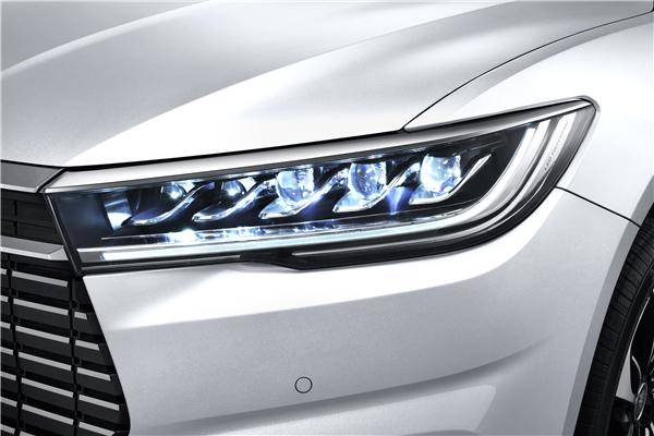 比亚迪紧凑级家轿全新秦EV全球预售,补贴后售价13.98万起!