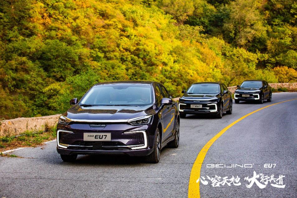 树立高端商务座驾新标杆,体验 BEIJING品牌首款纯电动车EU7