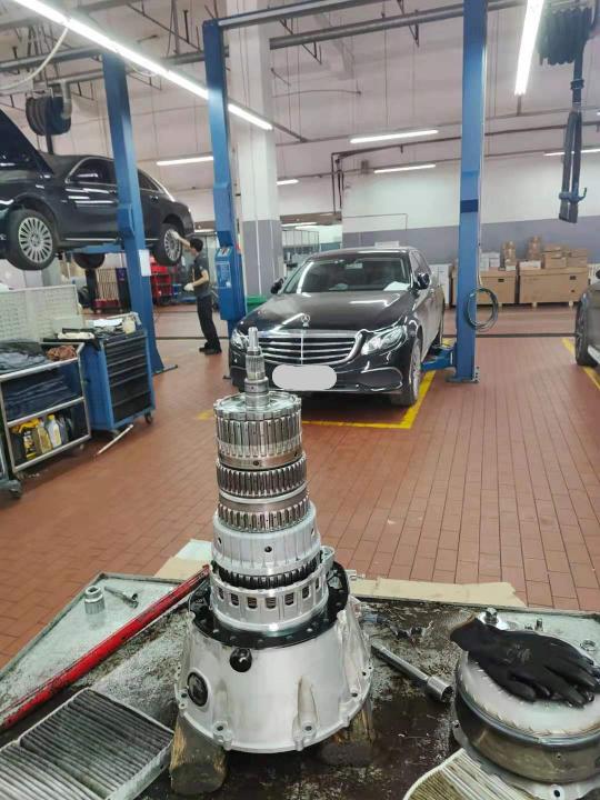 奔驰-E级,变速箱问题换不上档。