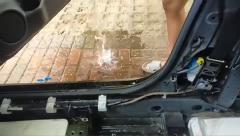 東風日產奇駿車輛天窗出水口堵塞,導致車內進水嚴重