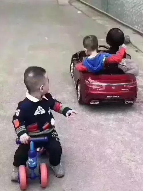"""买奔驰吗?漏油的那种!""""奔驰漏油""""段子来袭!"""