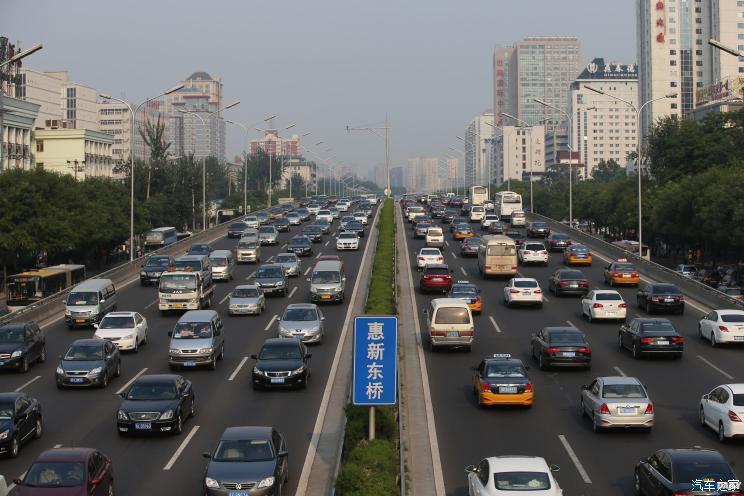 交管局:全国机动车保有量达3.4亿辆