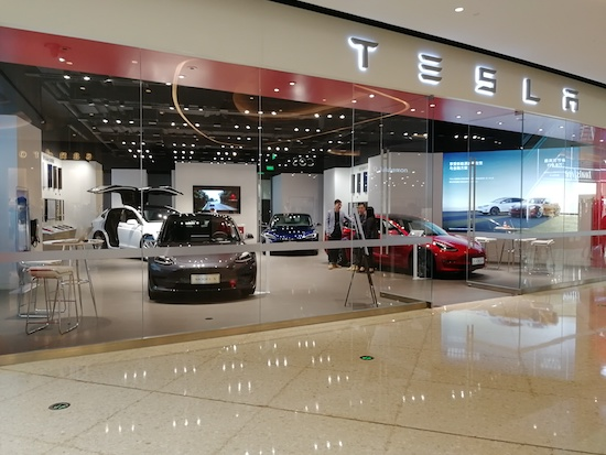 冲击传统4S店,在特斯拉直营店购车是什么感受?