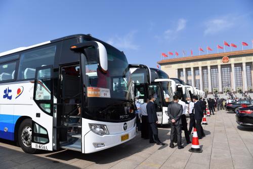 服务于2020全国两会的欧辉客车