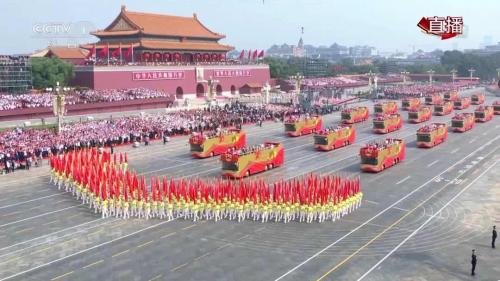 """庆祝新中国成立70周年大会中欧辉车辆组成的""""致敬""""礼宾车方阵"""