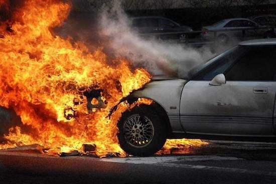 又一起新能源汽車起火!沒買自燃險?別慌,也有得賠