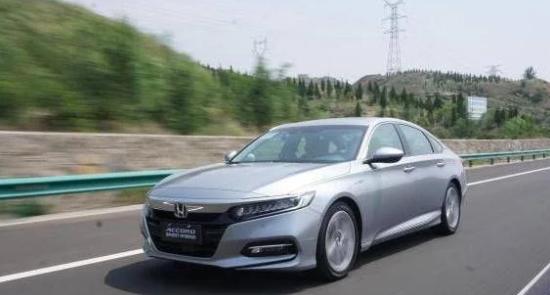"""中高级轿车中的""""扛把子"""",6月销量突破20000辆,油耗仅4升!"""