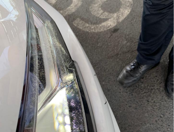 奥迪A4L 大灯内部出现雪花状裂纹,车主要求理赔,惨遭拒绝!