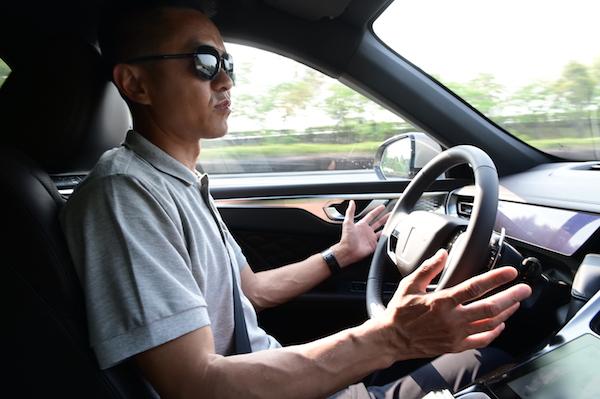 """体验WEY摩卡的""""黑科技""""驾驶辅助,竟然支持自动变道功能?"""