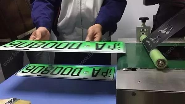 """新能源微型车在上海遭""""滑铁卢"""",当红""""花旦""""即将面临下一个难关?"""