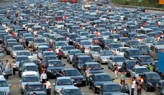 憑啥外國汽車40年還能上路,而國內開15年就報廢?老司機給出答案