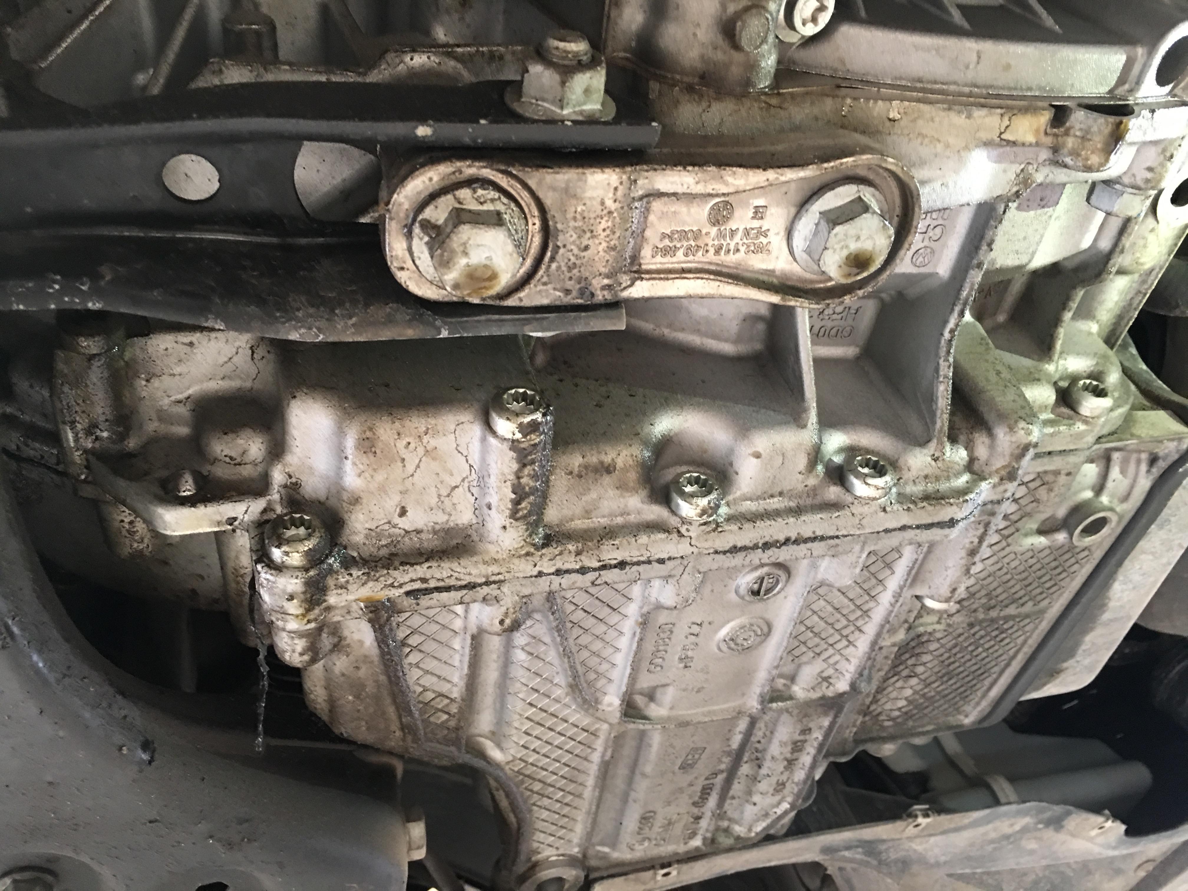 一汽大众-高尔夫 尾灯开裂,变速箱漏油,4S店喷漆工艺差
