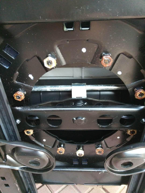 江淮汽车-瑞风M4   新车就发现严重锈蚀,严重怀疑车身质量,且拒不处理
