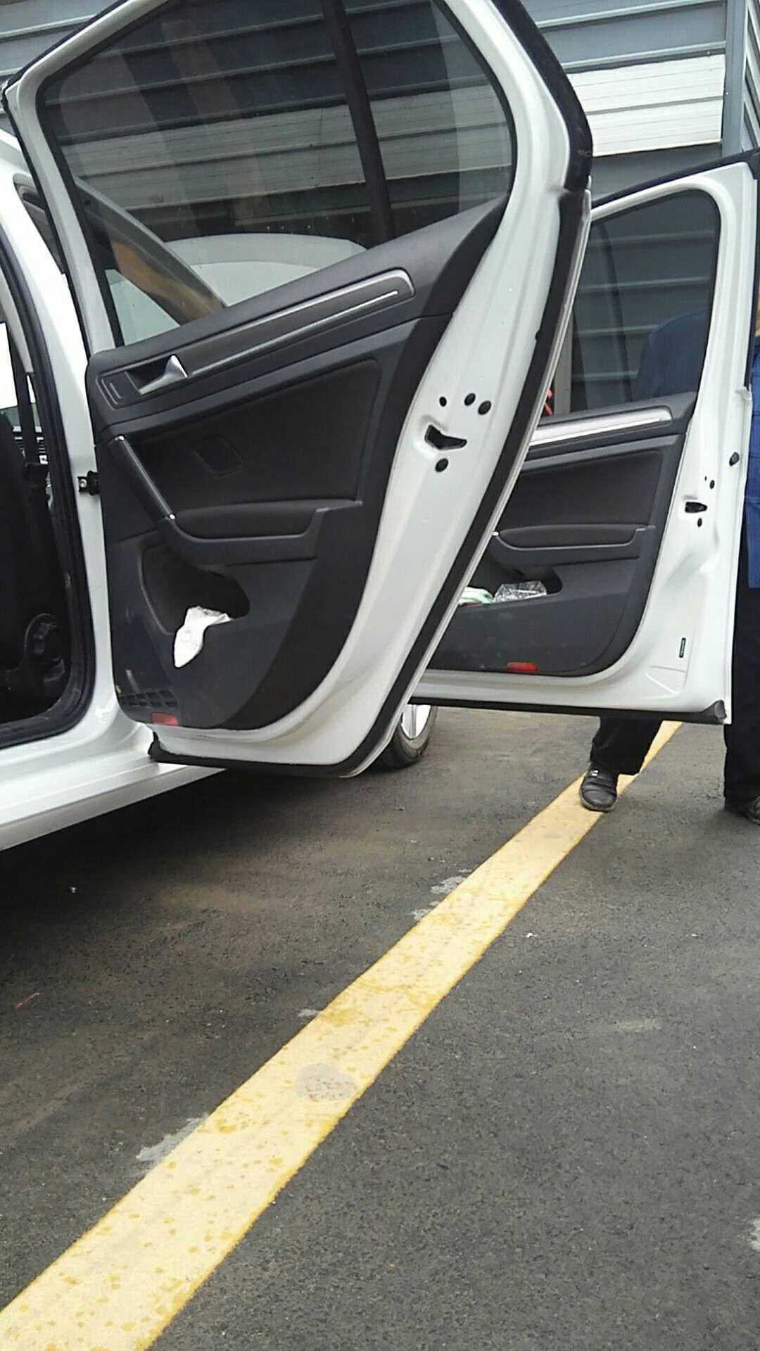 一汽大众-高尔夫 车辆没有铭牌,怀疑此车不是正品