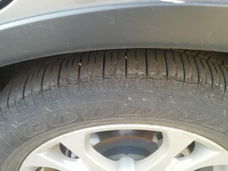 三菱(进口)-欧兰德(进口) 轮胎仅使用了两年多就老化出现裂纹了