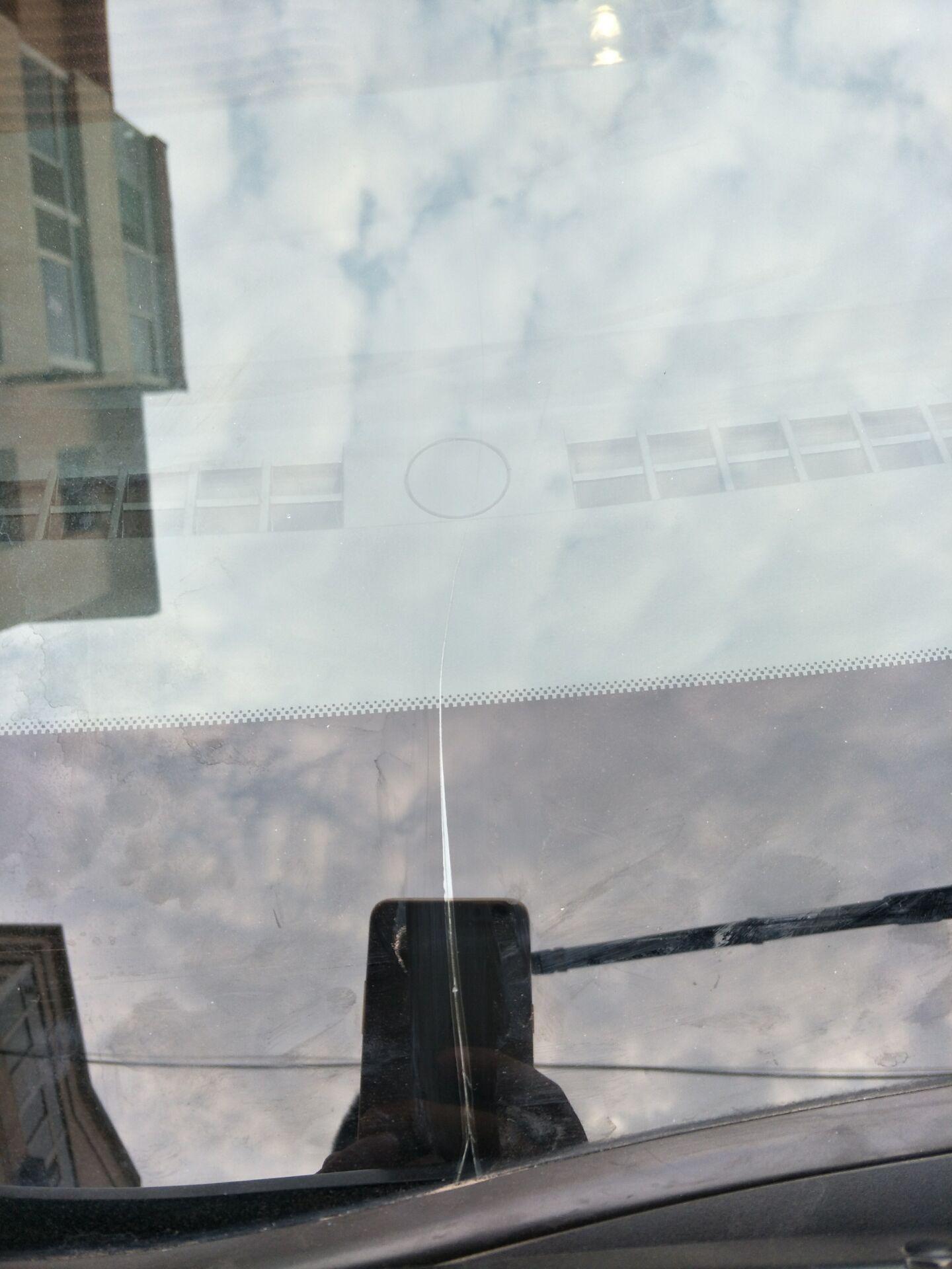上汽通用-英朗 前挡风玻璃无故出现直线裂痕