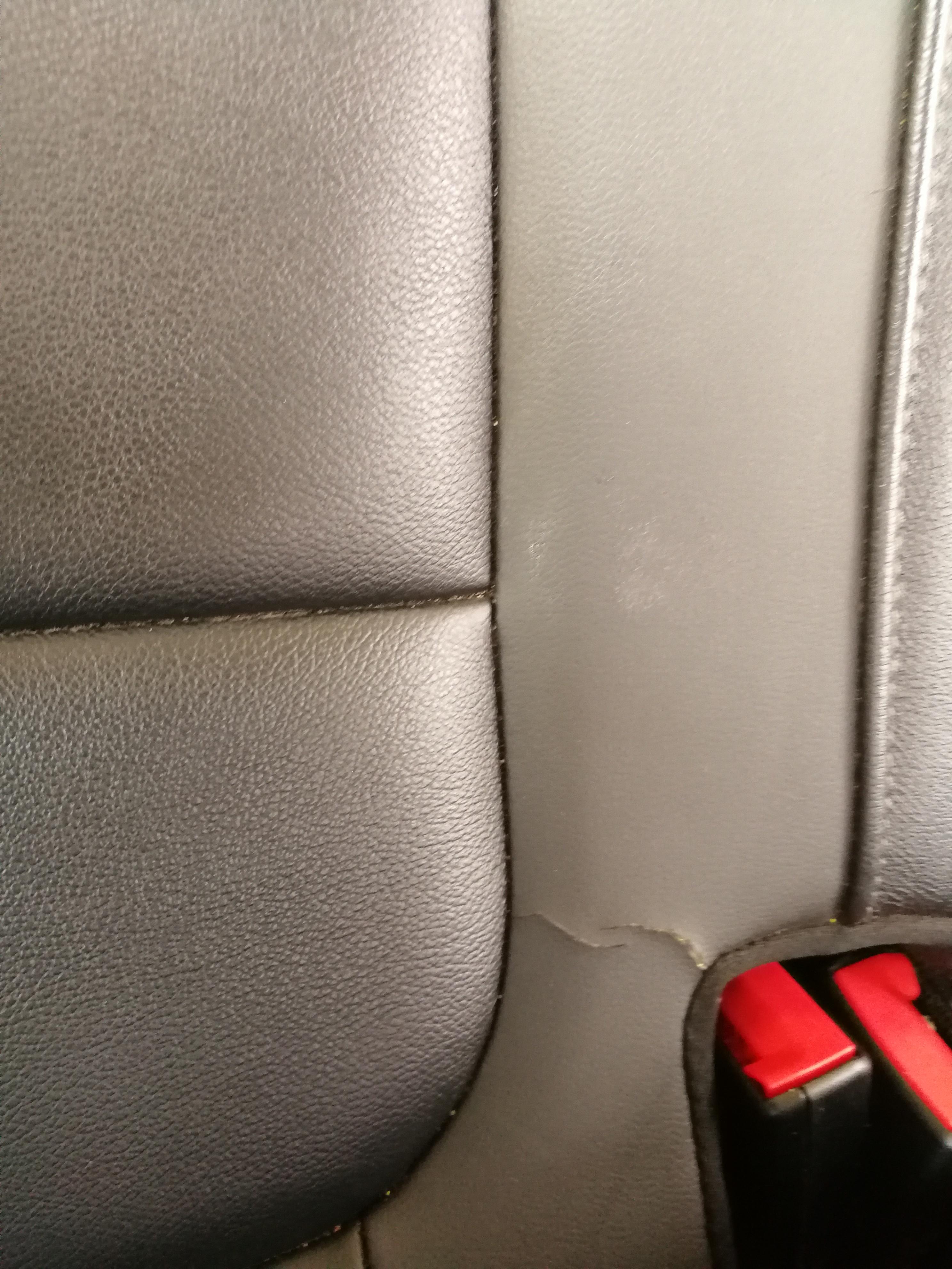 大众-速腾 汽车后座椅皮质无故开裂