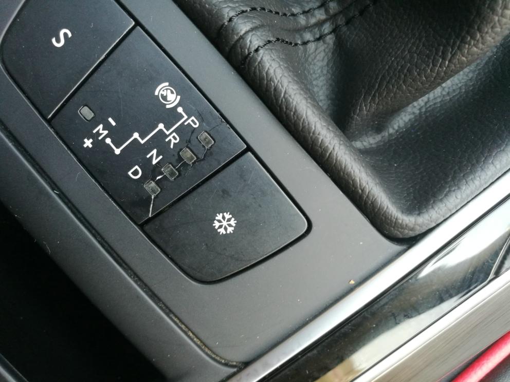 东风标致-标致408 玻璃窗控制按钮无故断裂,挡位显示牌无故开裂
