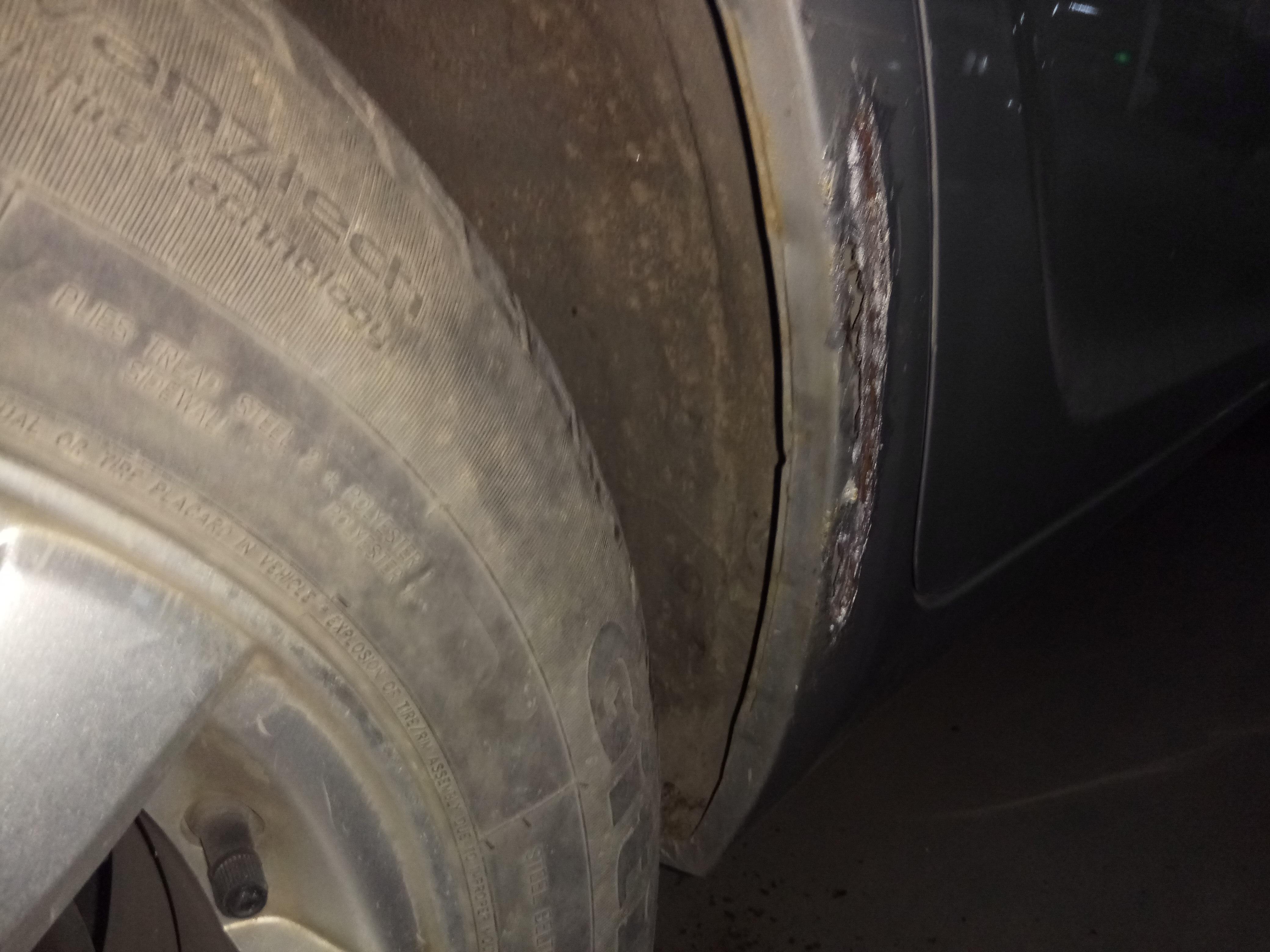 长城汽车-长城C30 汽车车身严重锈透