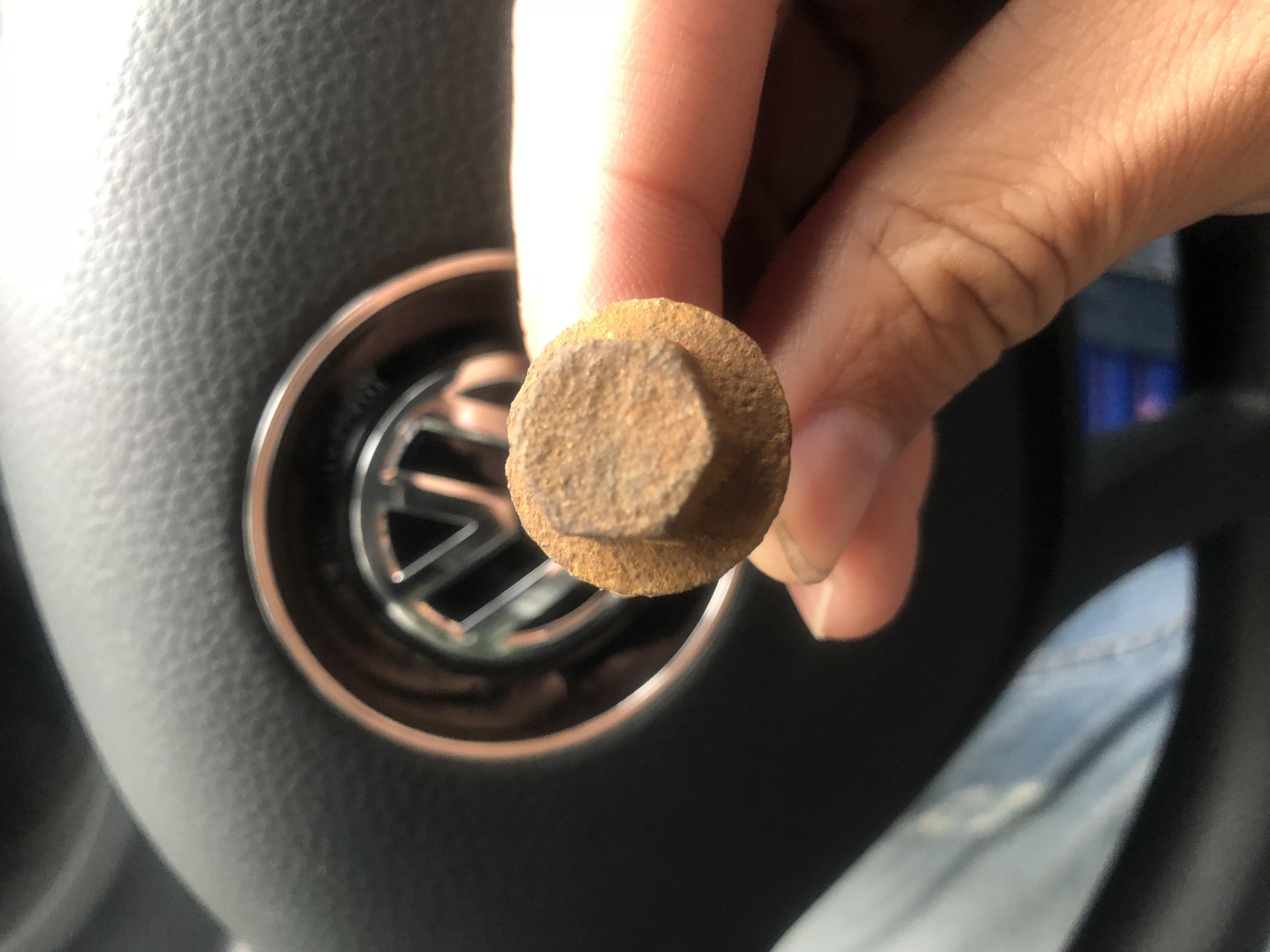 大众-POLO 电瓶漏液,造成车体腐烂生锈