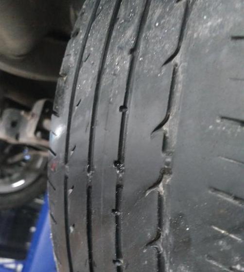 上汽通用-英朗 后轮吃胎严重,前轮正常!