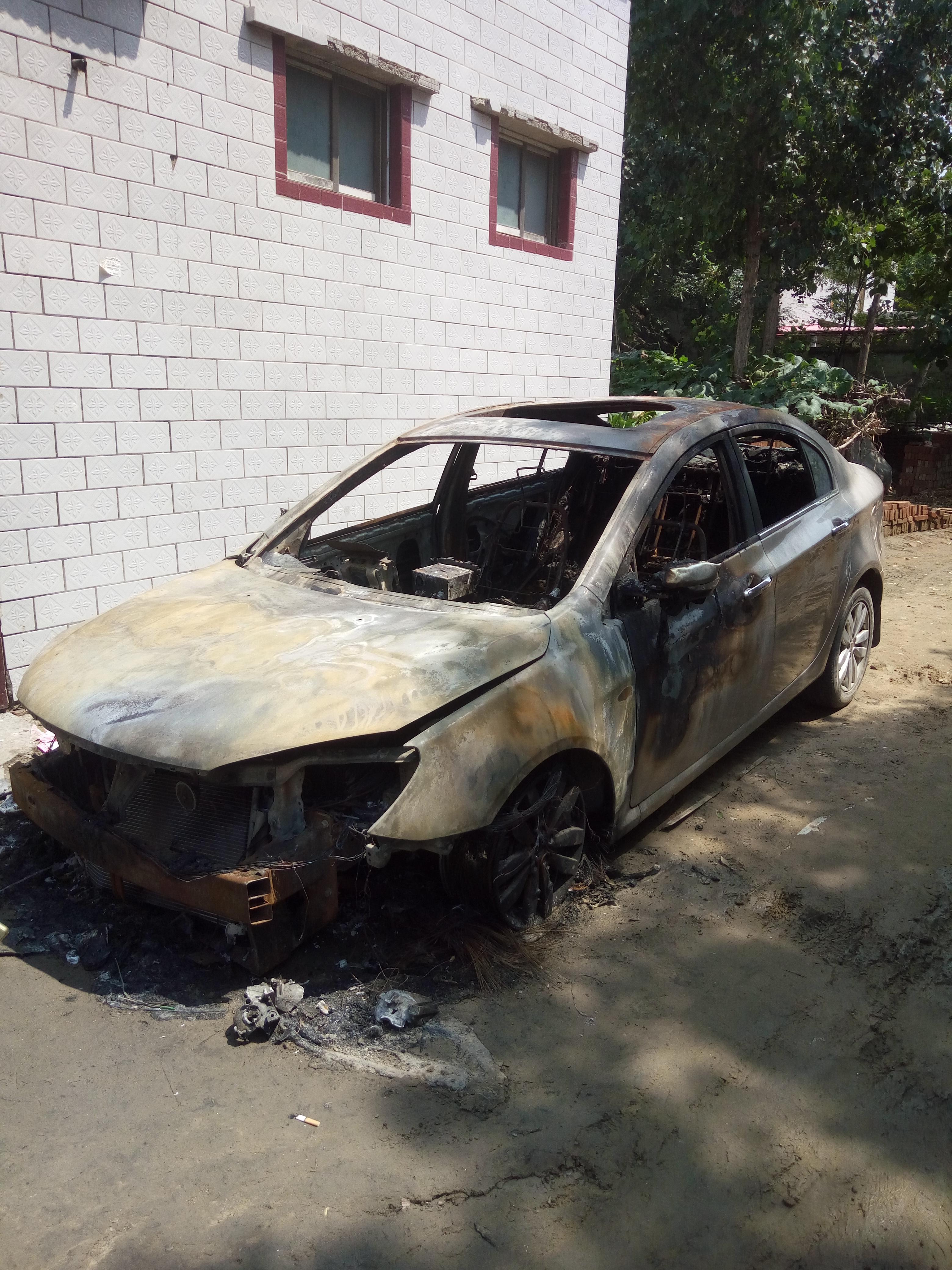 上海汽车-荣威350 汽车质量问题自燃
