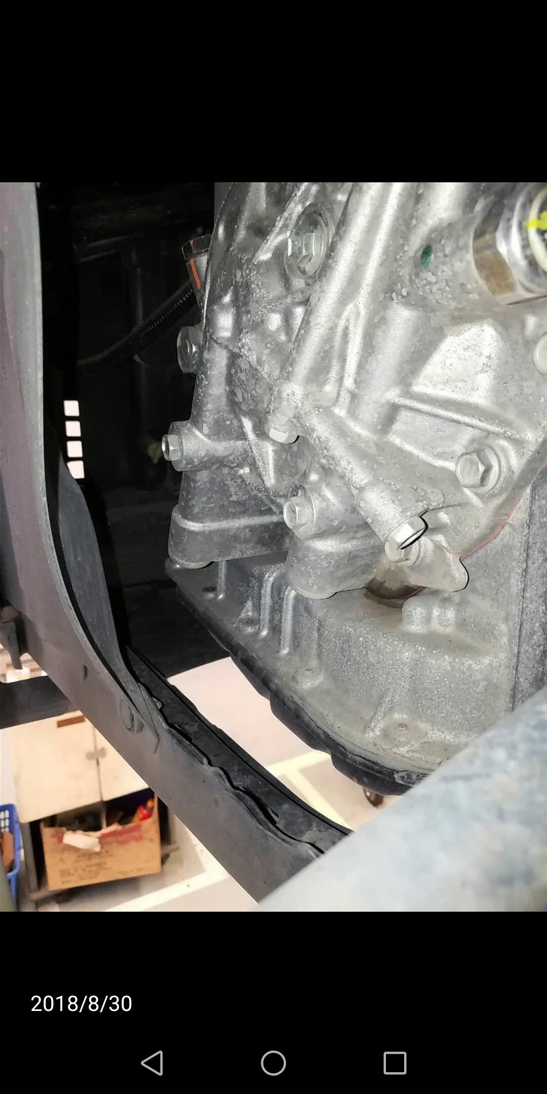 丰田-卡罗拉 变速箱漏油,要求更换变速箱