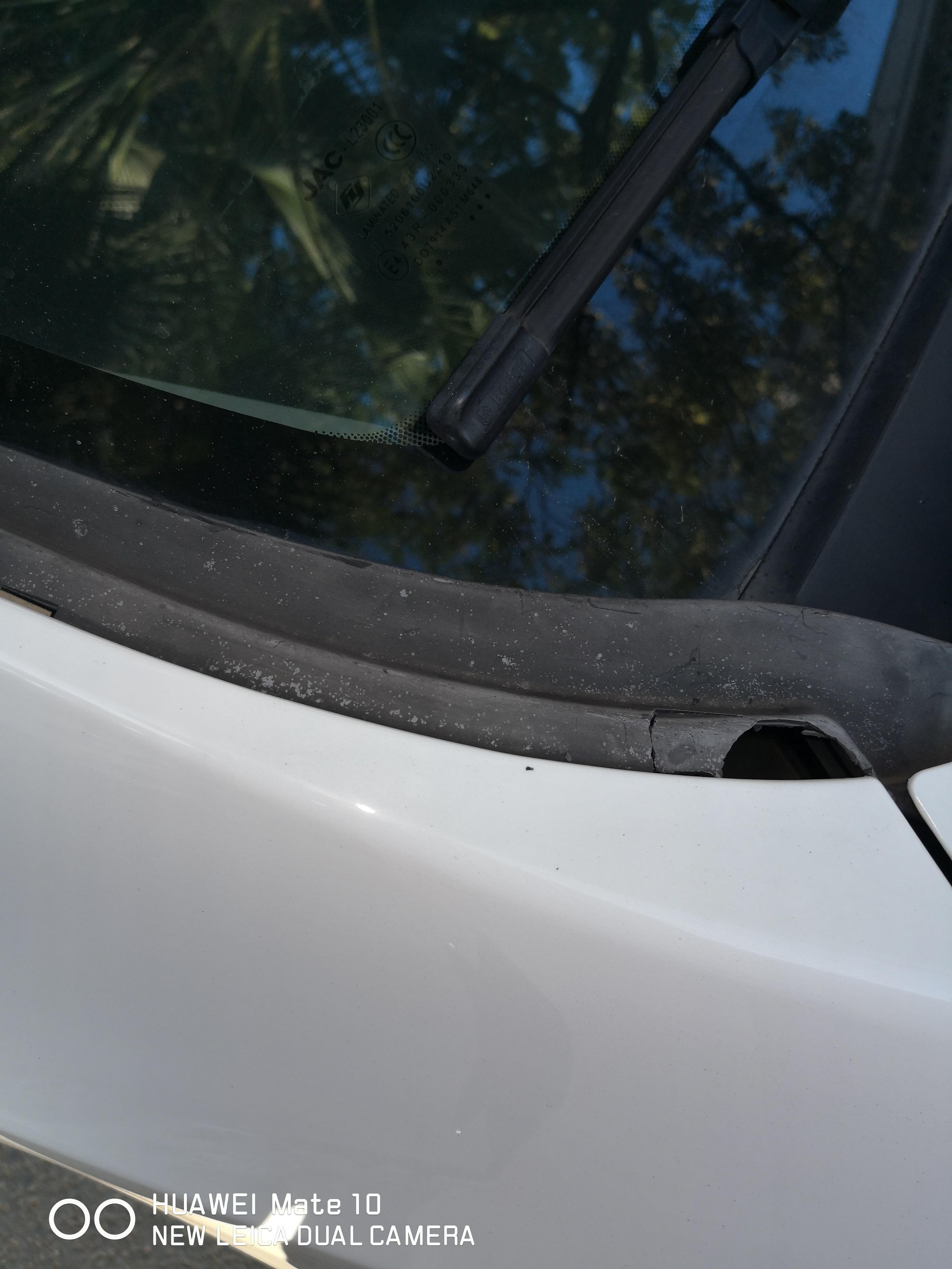 江淮汽车-瑞风S3 前挡风玻璃二边塑料件自裂