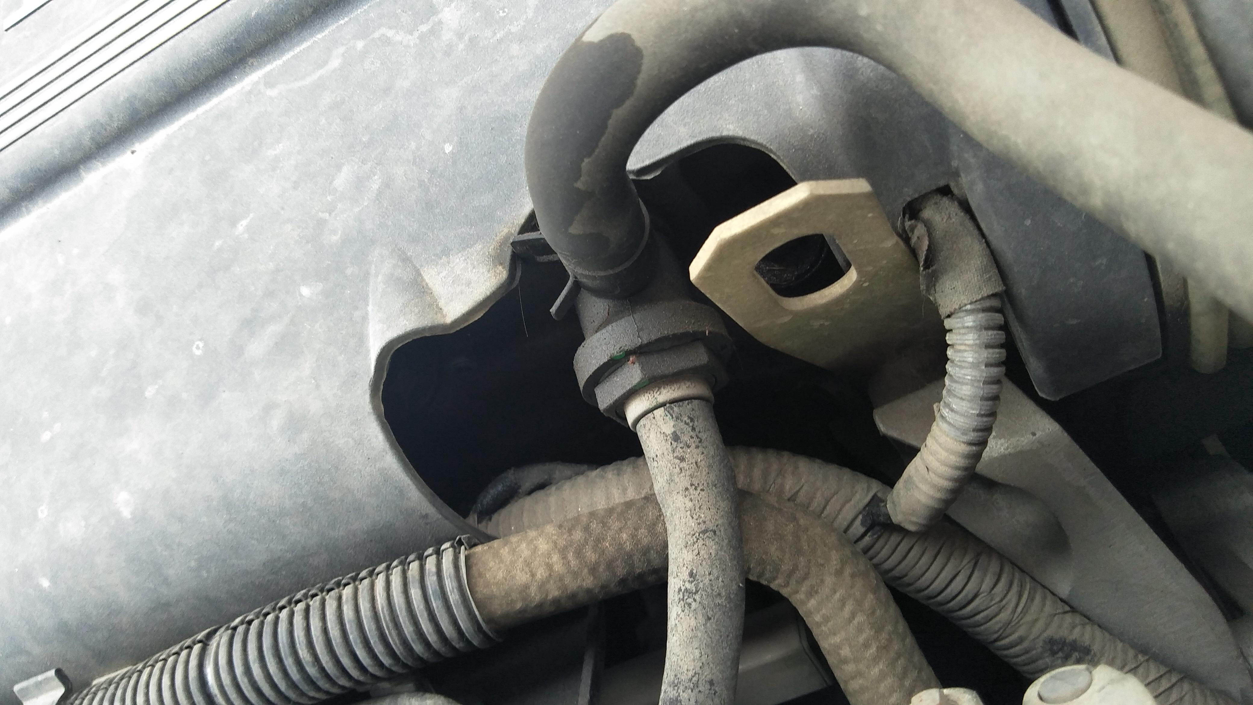 上汽通用-凯越 发动机外壳结合处有渗油现象