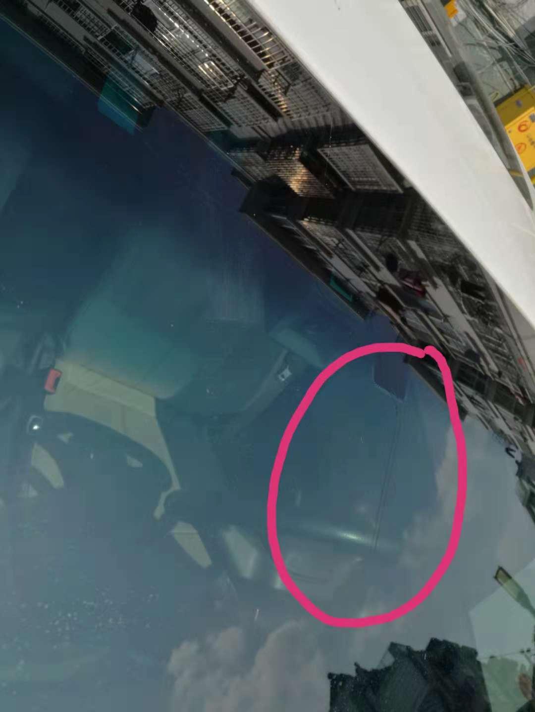 上汽通用-英朗 前挡玻璃在洗车时突然产生裂纹