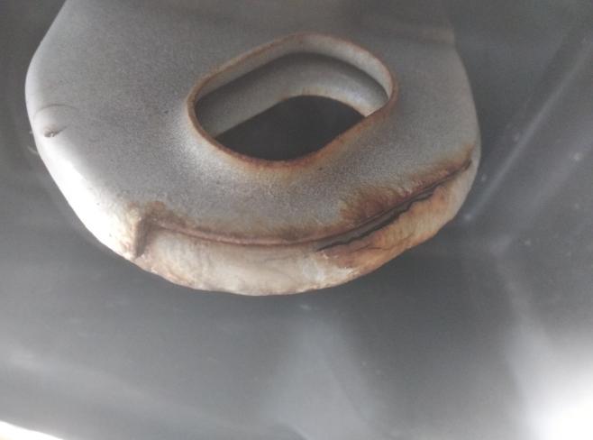 吉利汽车-帝豪 全车生锈起泡开裂要求退车