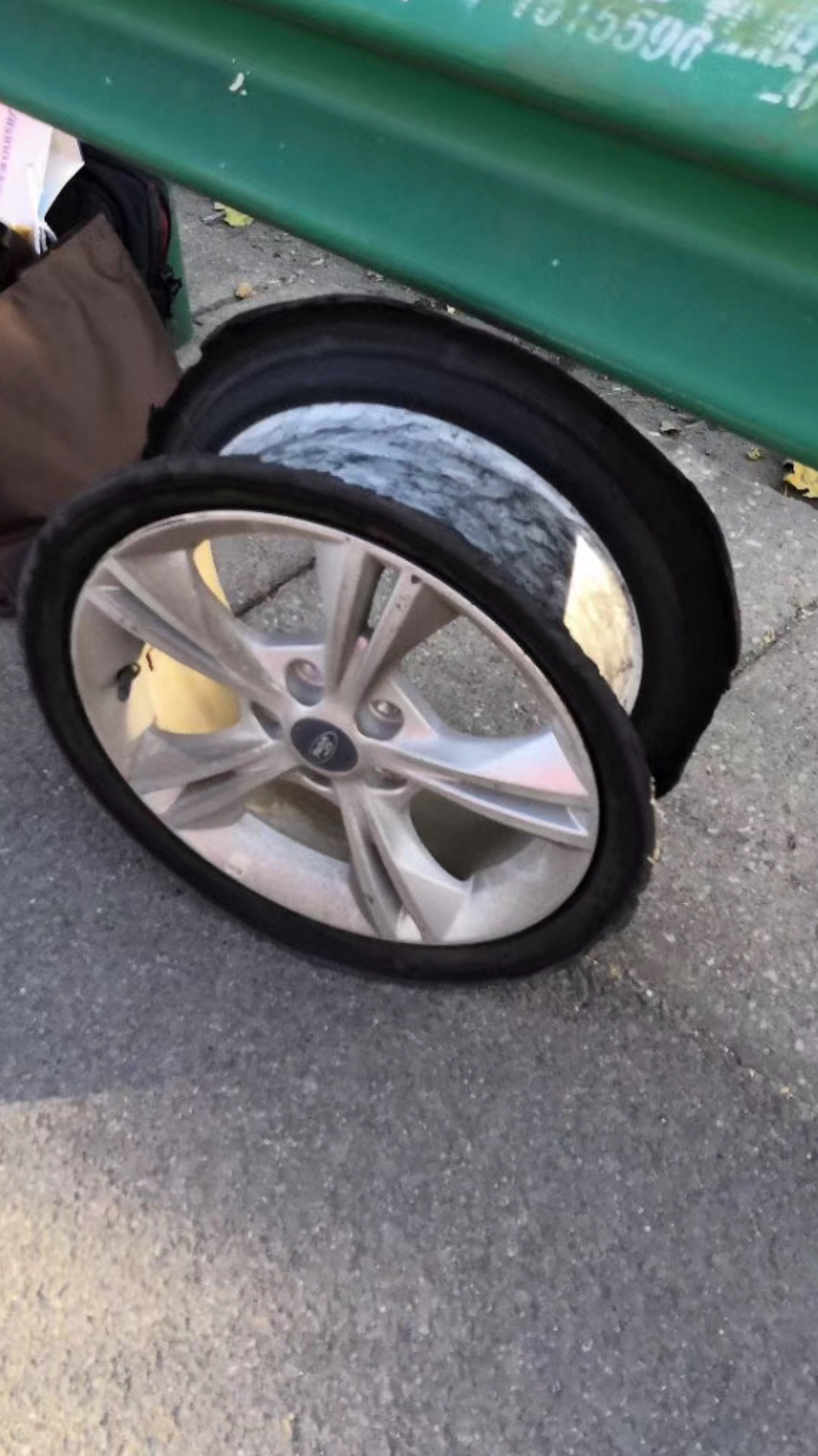 长安福特-福克斯 车子在高速行驶轮胎爆裂丢失