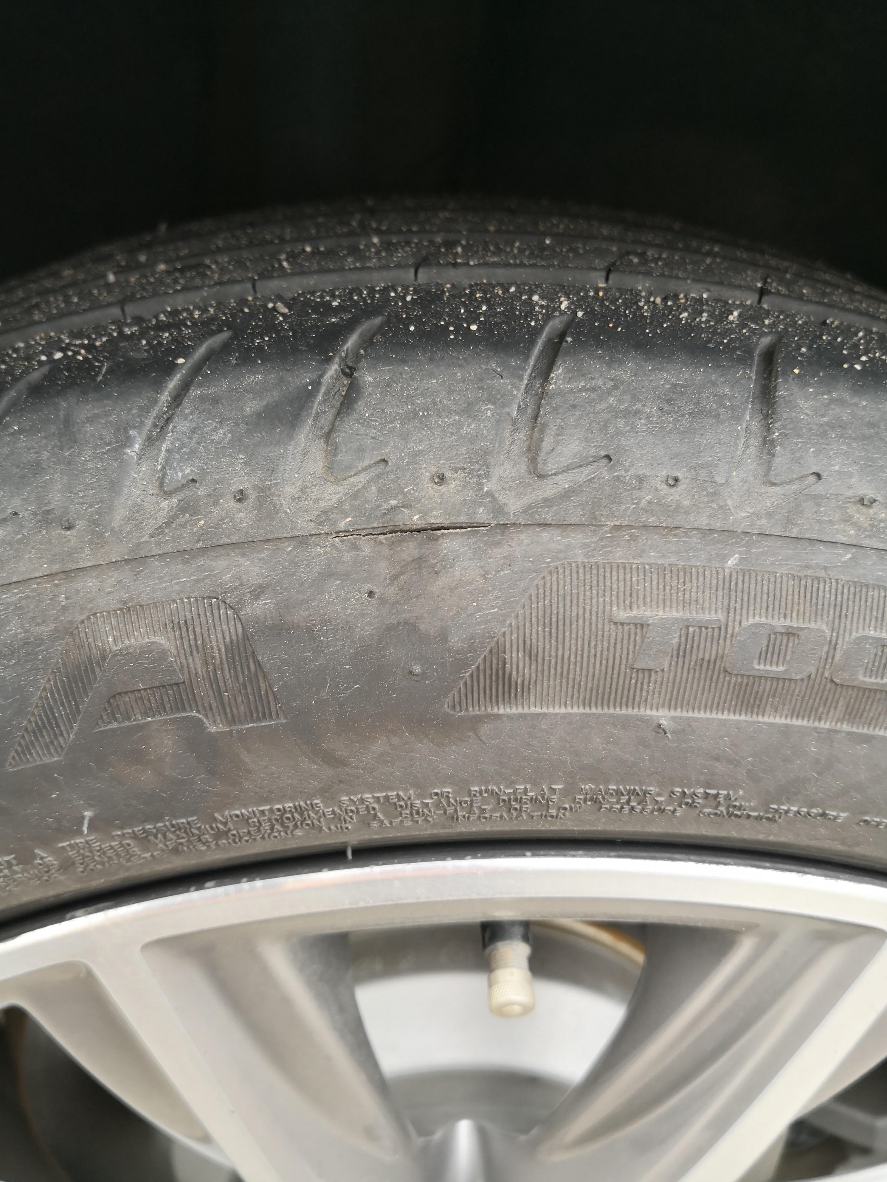 宝马-宝马5系 轮胎开裂