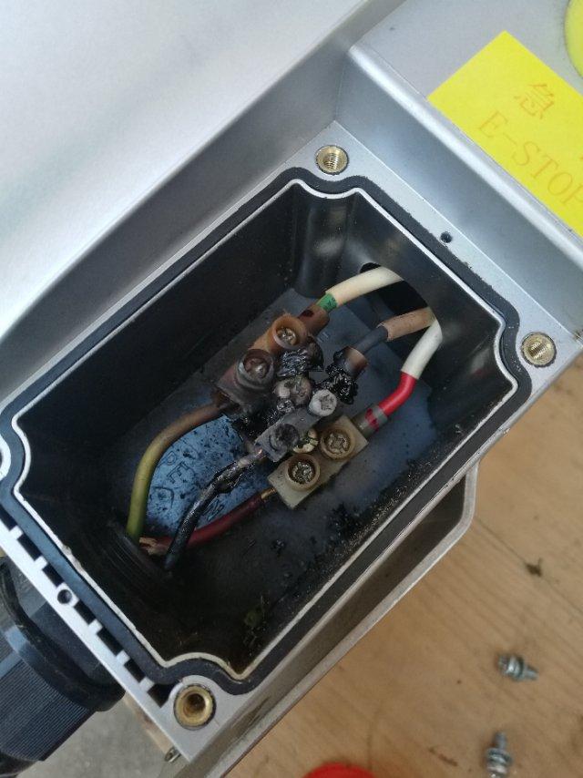 比亚迪-宋新能源 比亚迪宋dm充电器两次烧毁险酿火灾