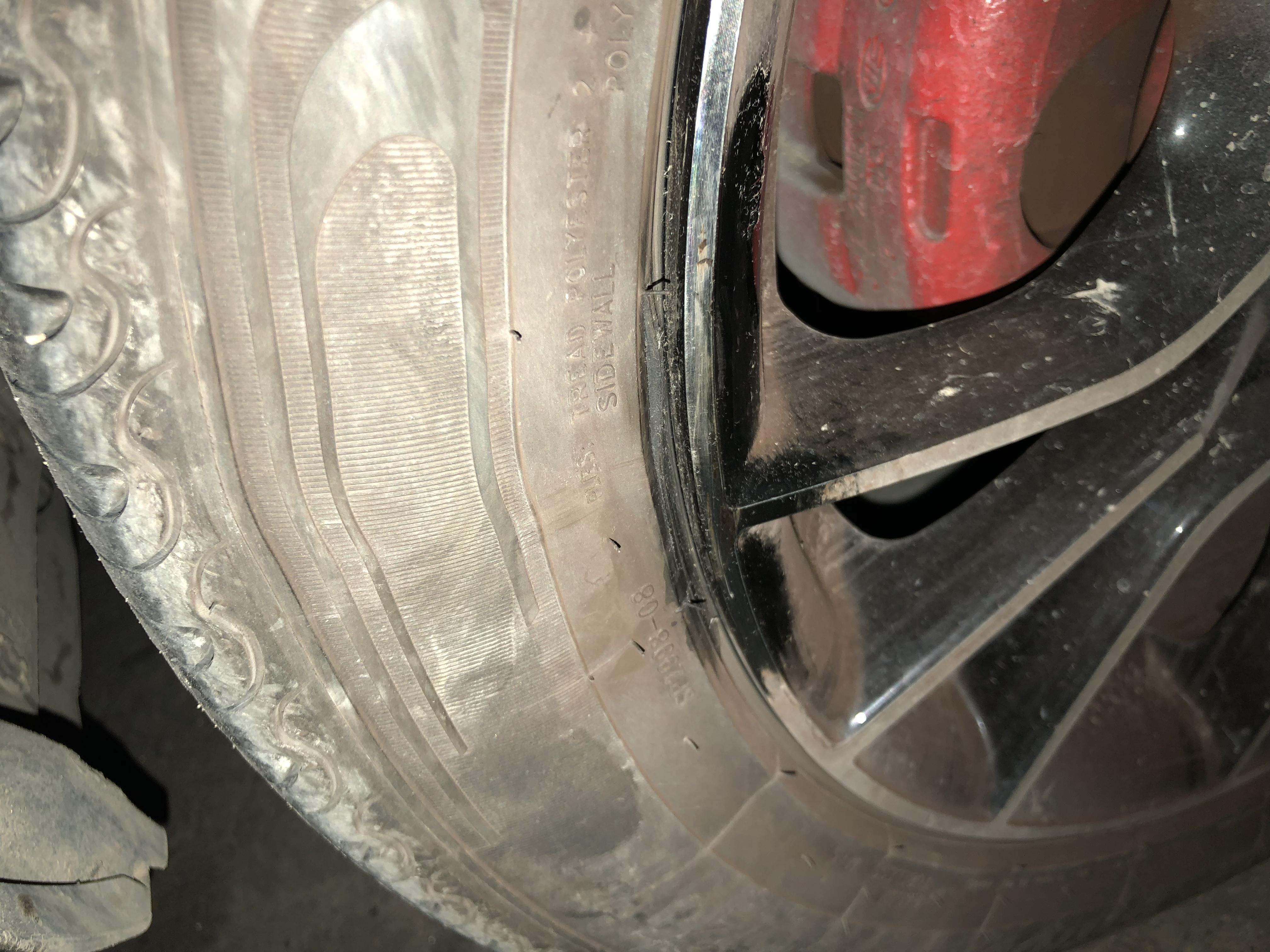 东南-东南DX3 新车不到半年,右前轮佳通轮胎鼓包,4S店未经检测就告知不能索赔
