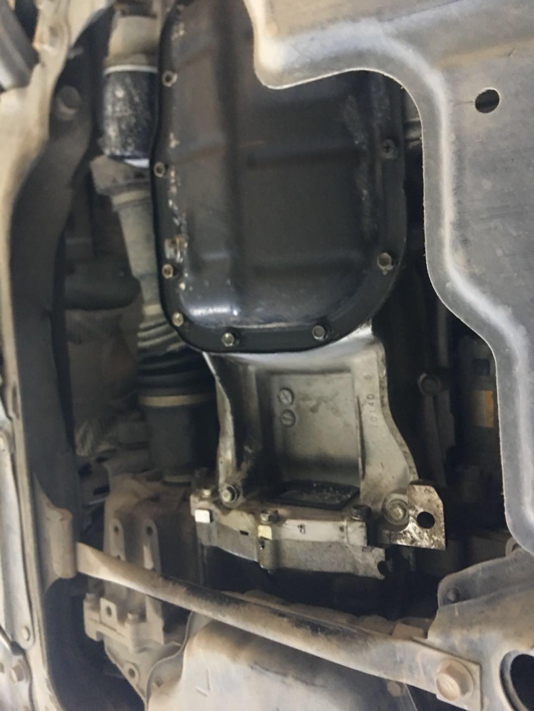 丰田-卡罗拉 发动机油底壳漏油