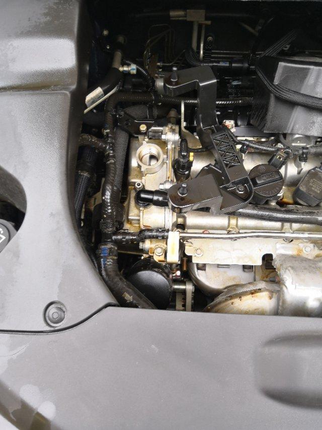 比亚迪-宋MAX 机油盖没上紧,导致机油喷出