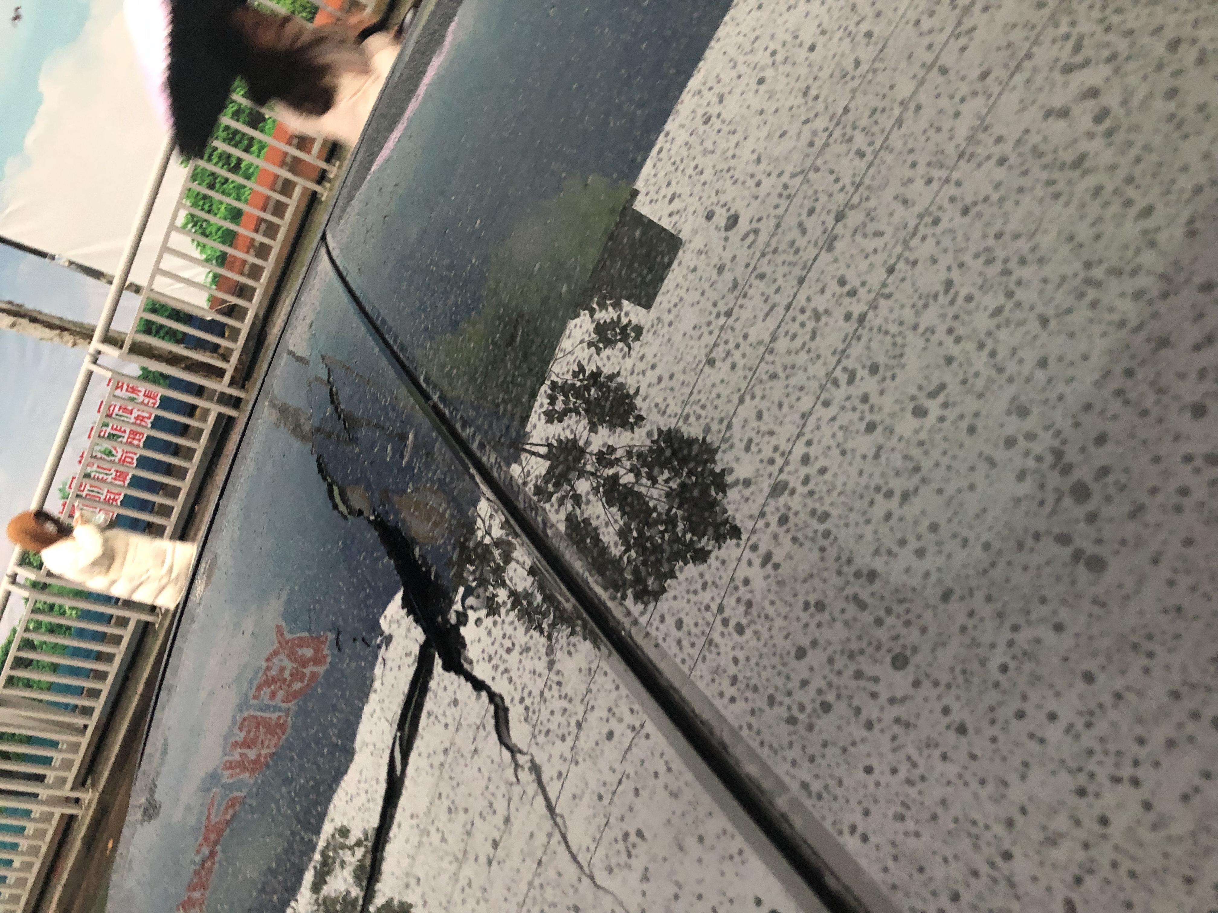 奔驰-奔驰E级 新车正常行驶过程中天窗突然炸裂