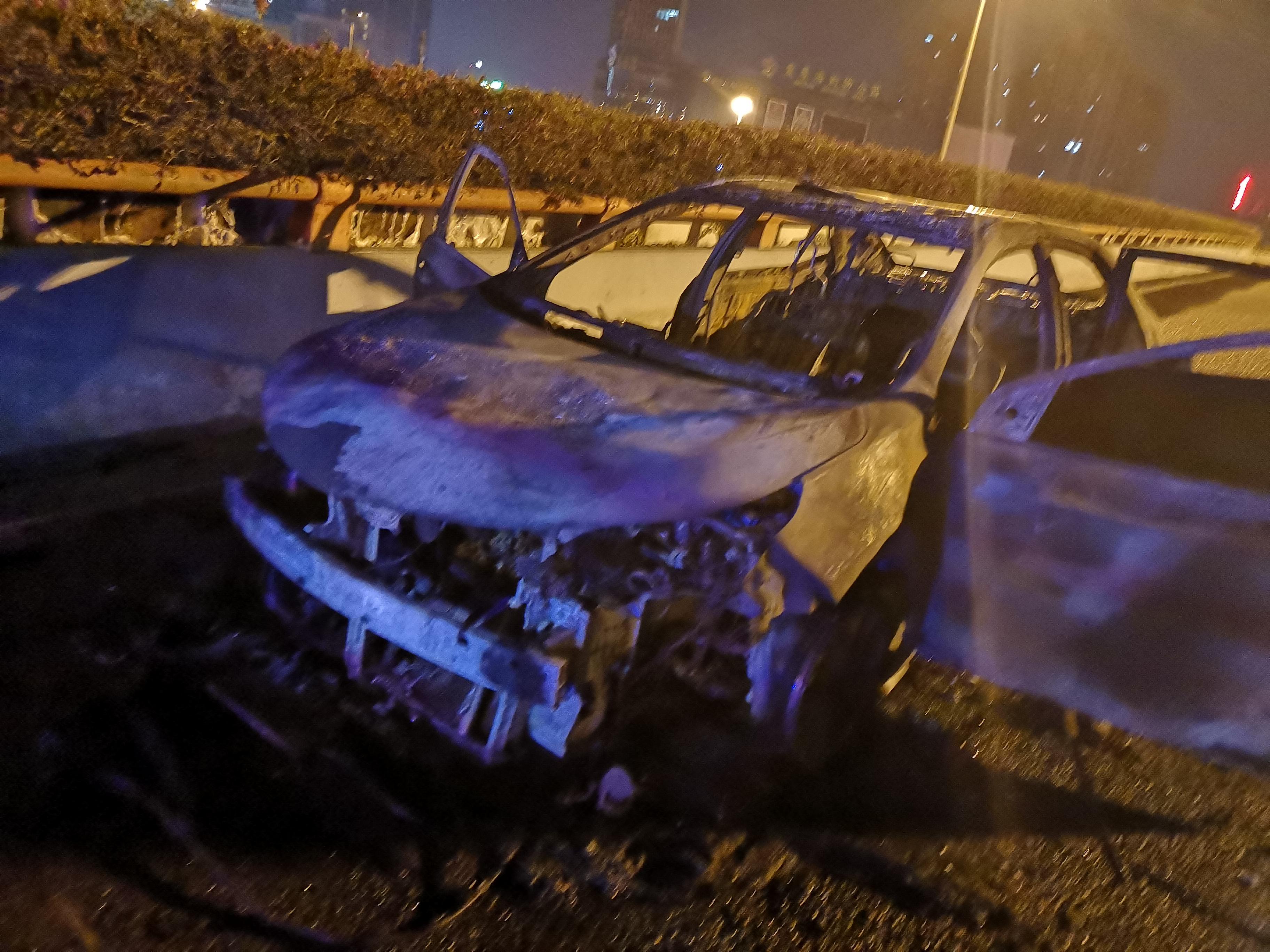 豐田-雷凌 車在回家路上無緣無故發生自燃