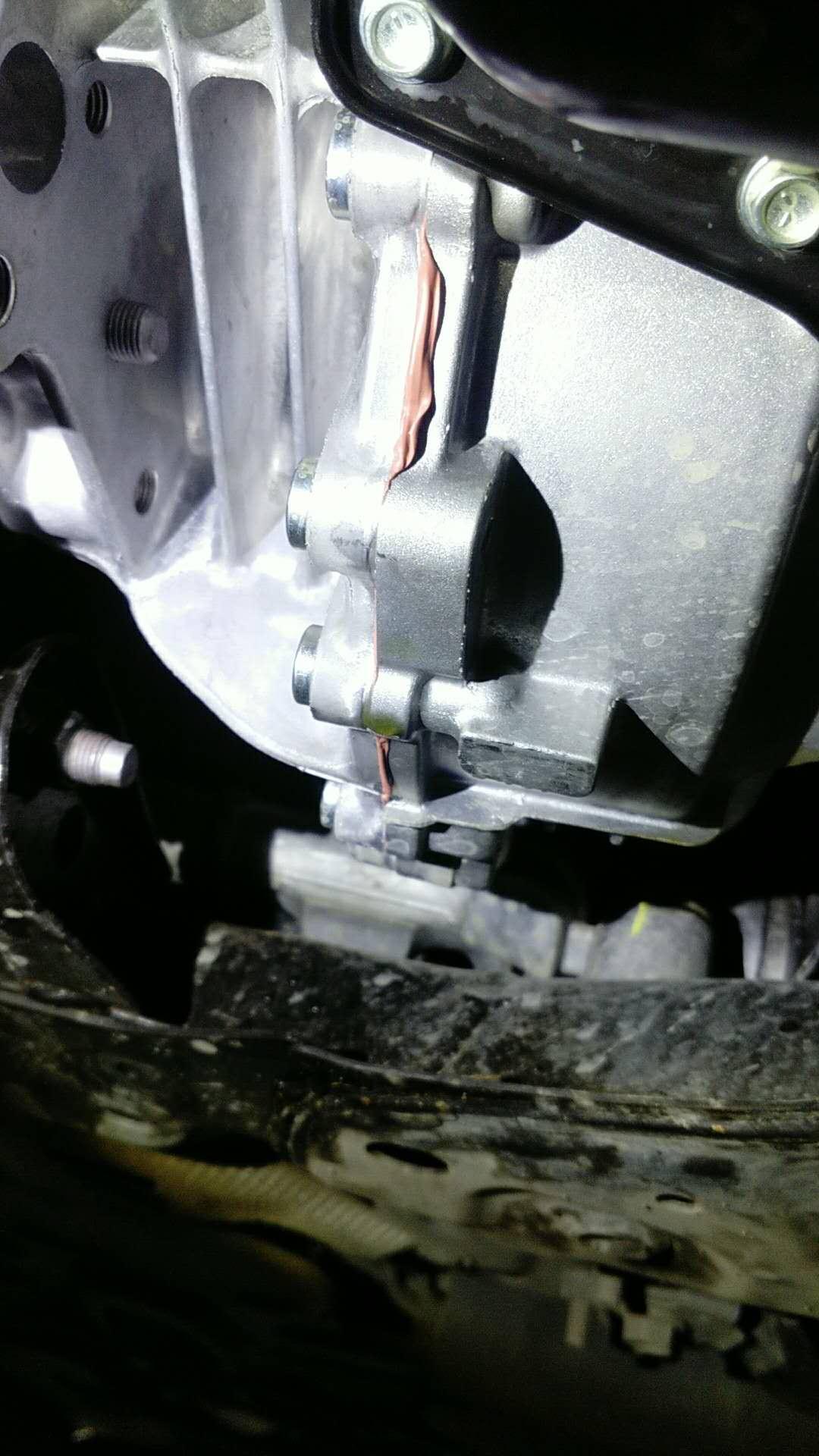 马自达-阿特兹 变速箱漏油,厂家告知外部打胶为最终处理方案