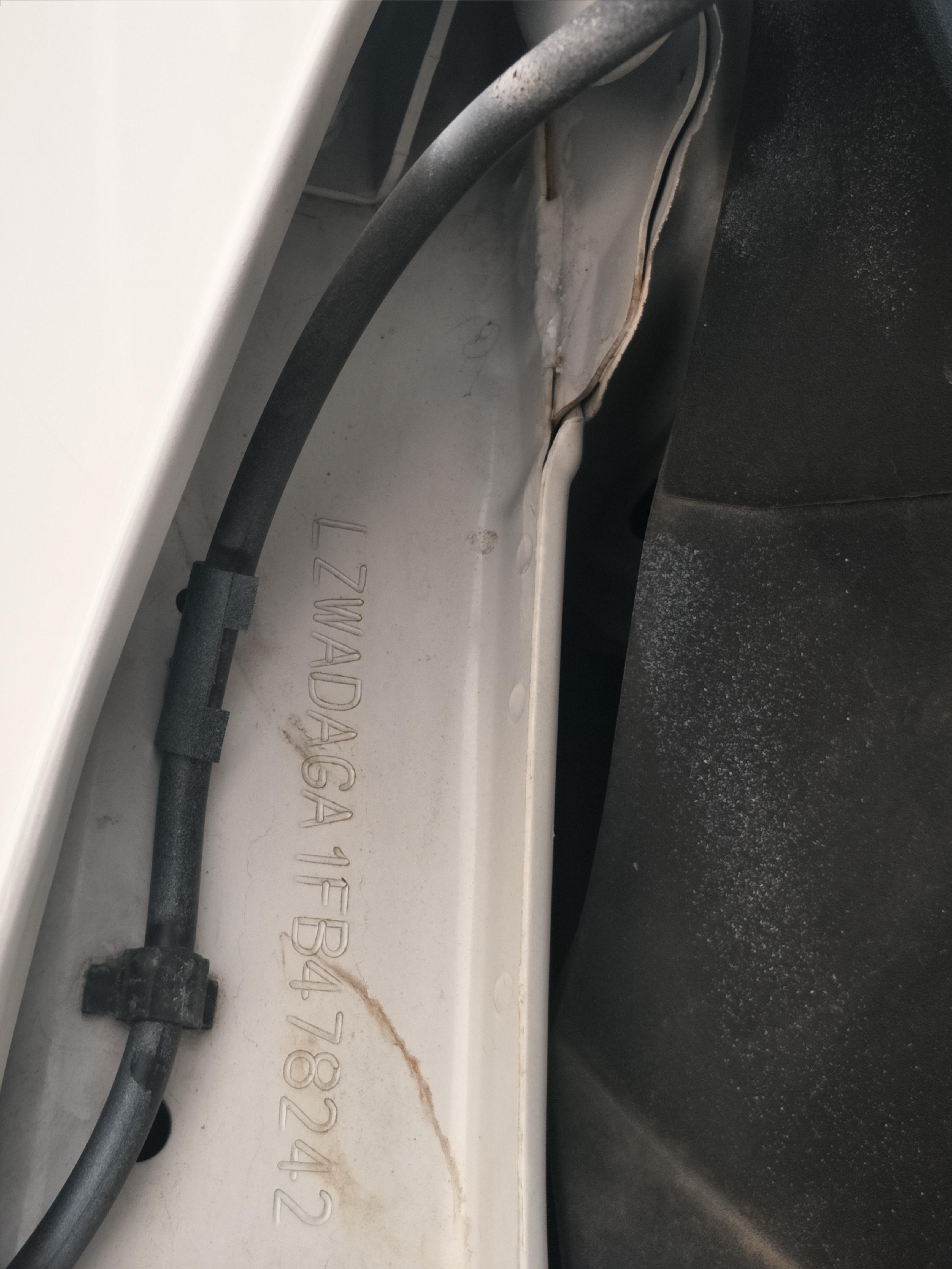 上汽通用五菱-宝骏730 车身零部件生锈腐蚀严重影响使用