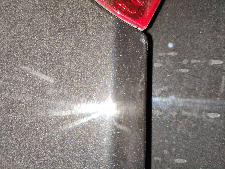 大众-帕萨特 后备箱车漆有两处有严重瑕疵