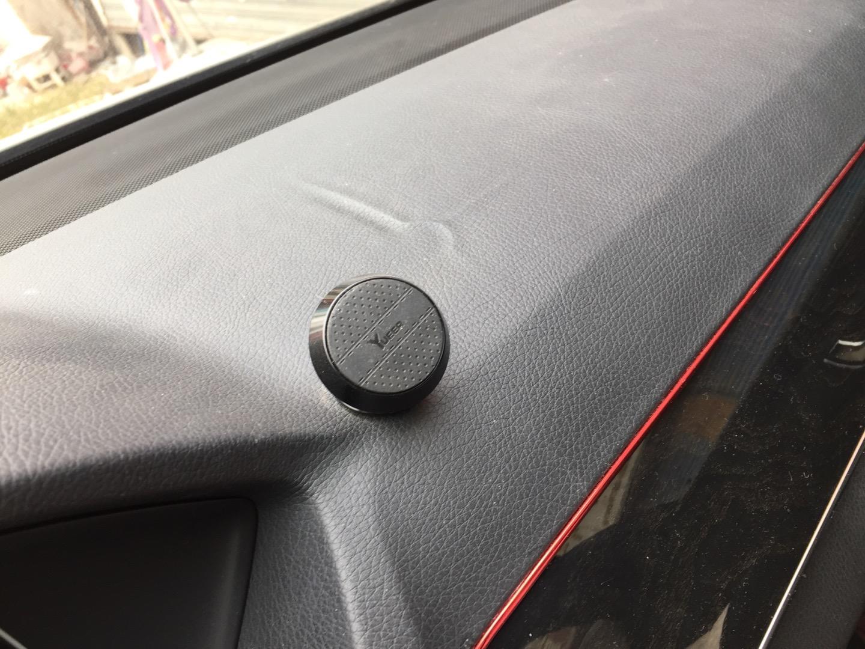奔驰-奔驰E级 中控台台面出现凹痕,多次找4S店处理无果