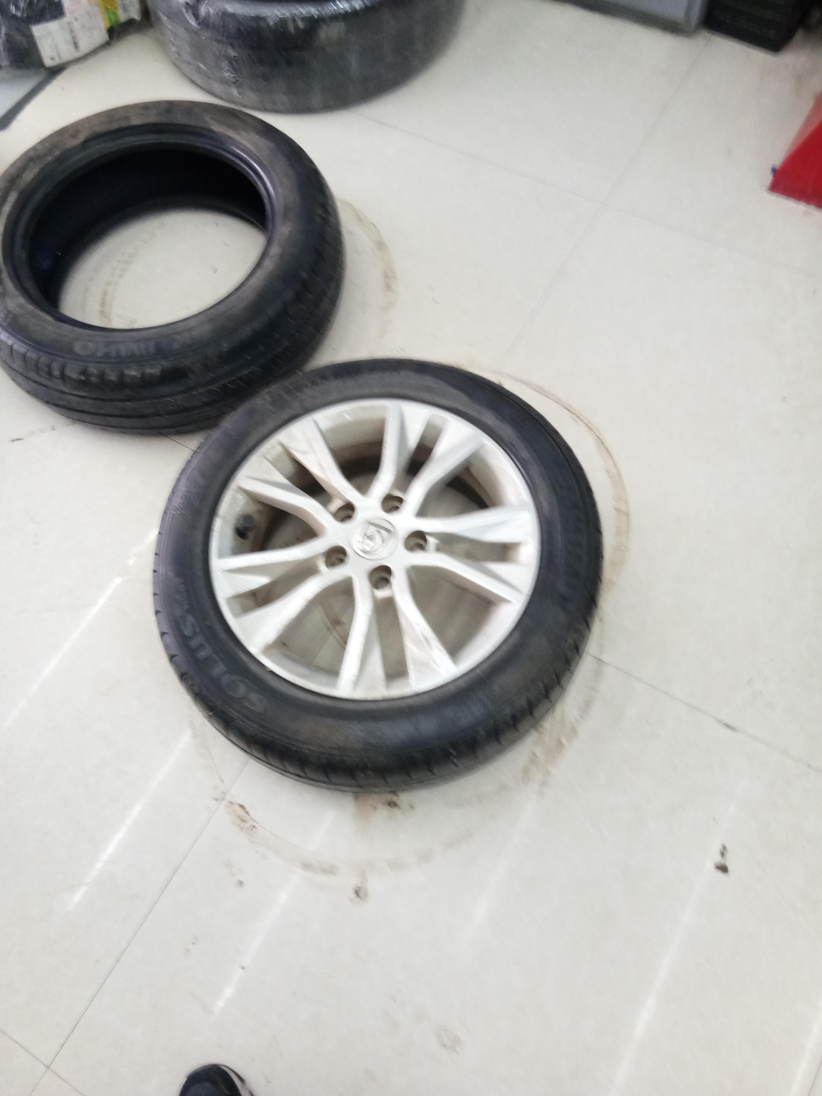 上汽通用五菱-宝骏730 车轮胎质量太差