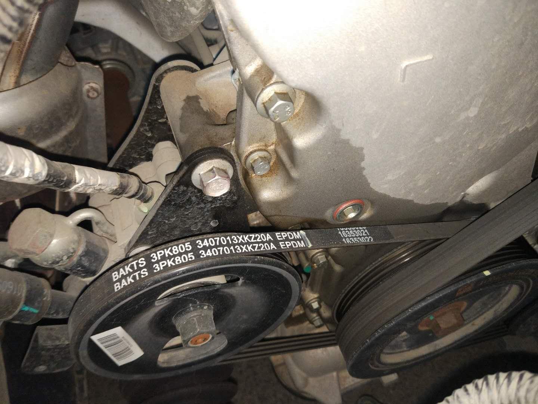 长城汽车-哈弗H6 发动机正时盖处漏油希望给解决