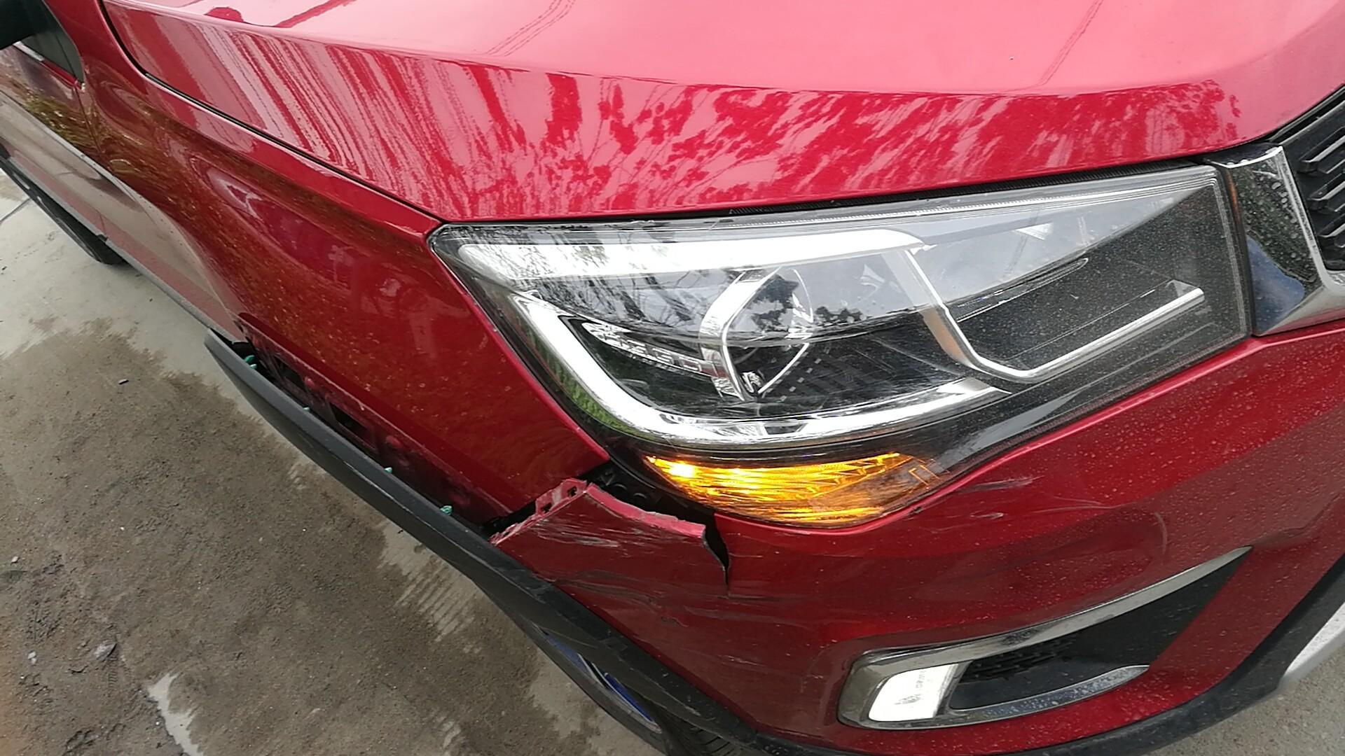 奇瑞汽車-瑞虎3xe 由于剎車問題,導致追尾