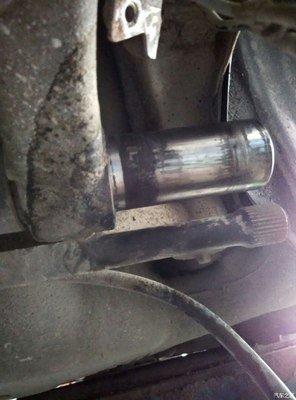 东风标致-标致207 标志厂家设计缺陷,导致后桥报废,轮胎爆胎,并且各种理由不给维修