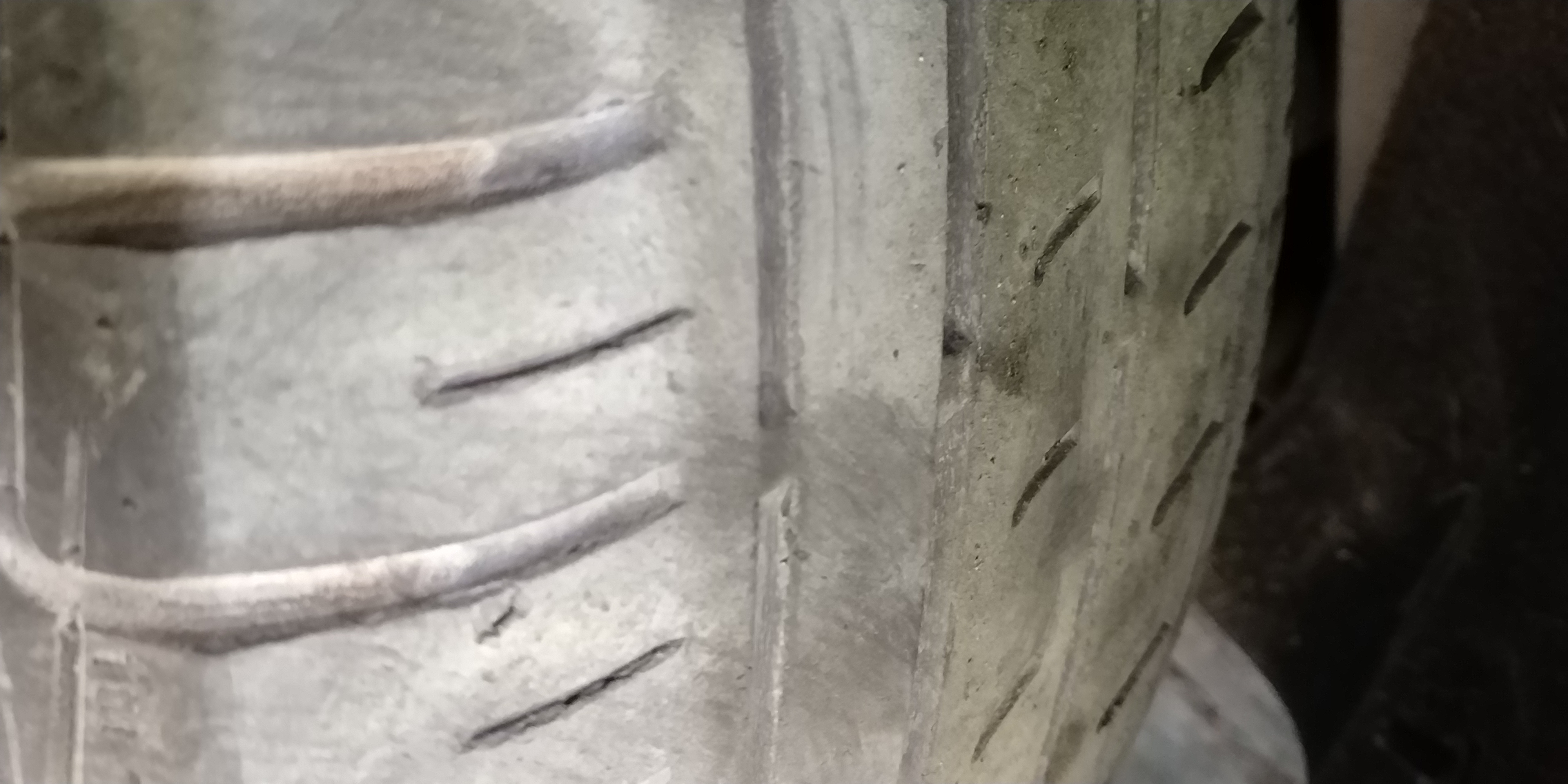 东风标致-标致508 原车倍耐力轮胎质量差