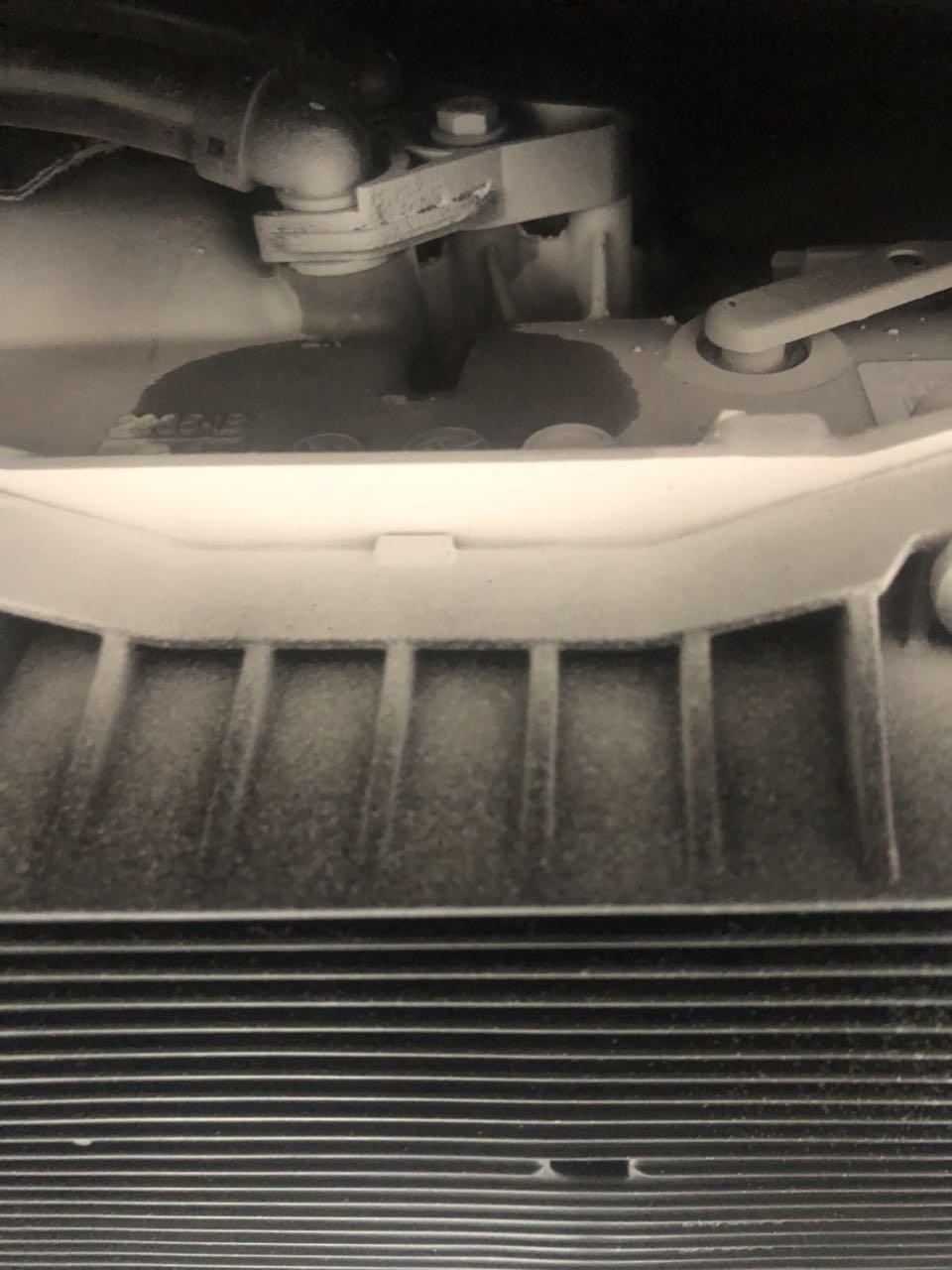 宝马-宝马5系新能源 新能源汽车变速新车箱漏油